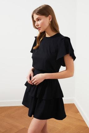 TRENDYOLMİLLA Siyah Volanlı Basic Örme T-Shirt TWOSS21TS0650