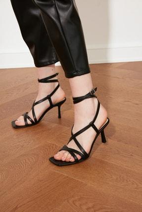 TRENDYOLMİLLA Siyah Küt Burunlu Kadın Klasik Topuklu Ayakkabı TAKSS21TO0038