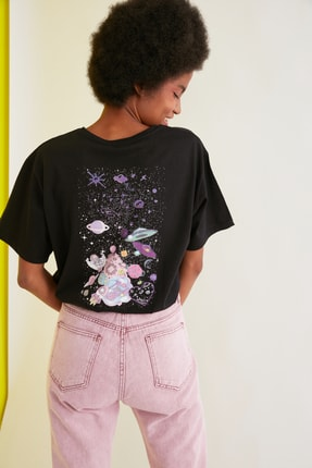 TRENDYOLMİLLA Siyah Baskılı Boyfriend Örme T-Shirt TWOSS21TS1735