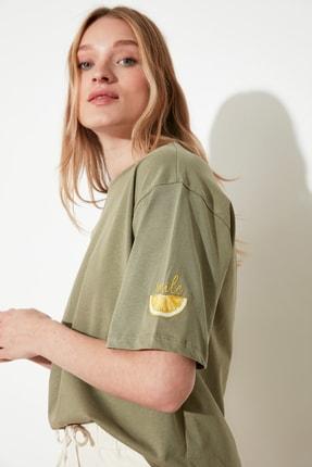 TRENDYOLMİLLA Haki Nakışlı Loose Örme T-Shirt TWOSS21TS0103