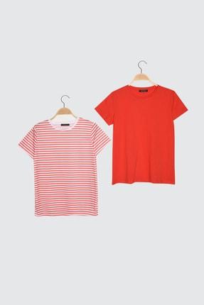 TRENDYOLMİLLA Kırmızı-Çok Renkli %100 Pamuk Süprem Bisiklet Yaka 2'li Paket Örme T-Shirt TWOSS20TS0141