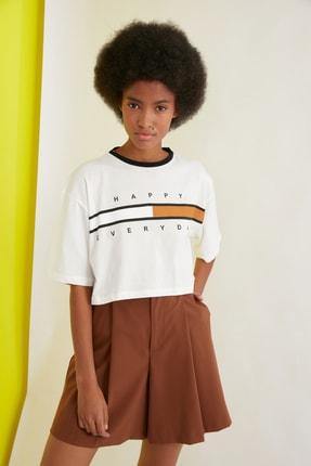 TRENDYOLMİLLA Ekru Baskılı Crop Örme T-Shirt TWOSS21TS1241