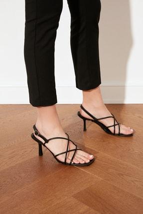 TRENDYOLMİLLA Siyah Küt Burunlu İnce Bantlı Kadın Klasik Topuklu Ayakkabı TAKSS21TO0039