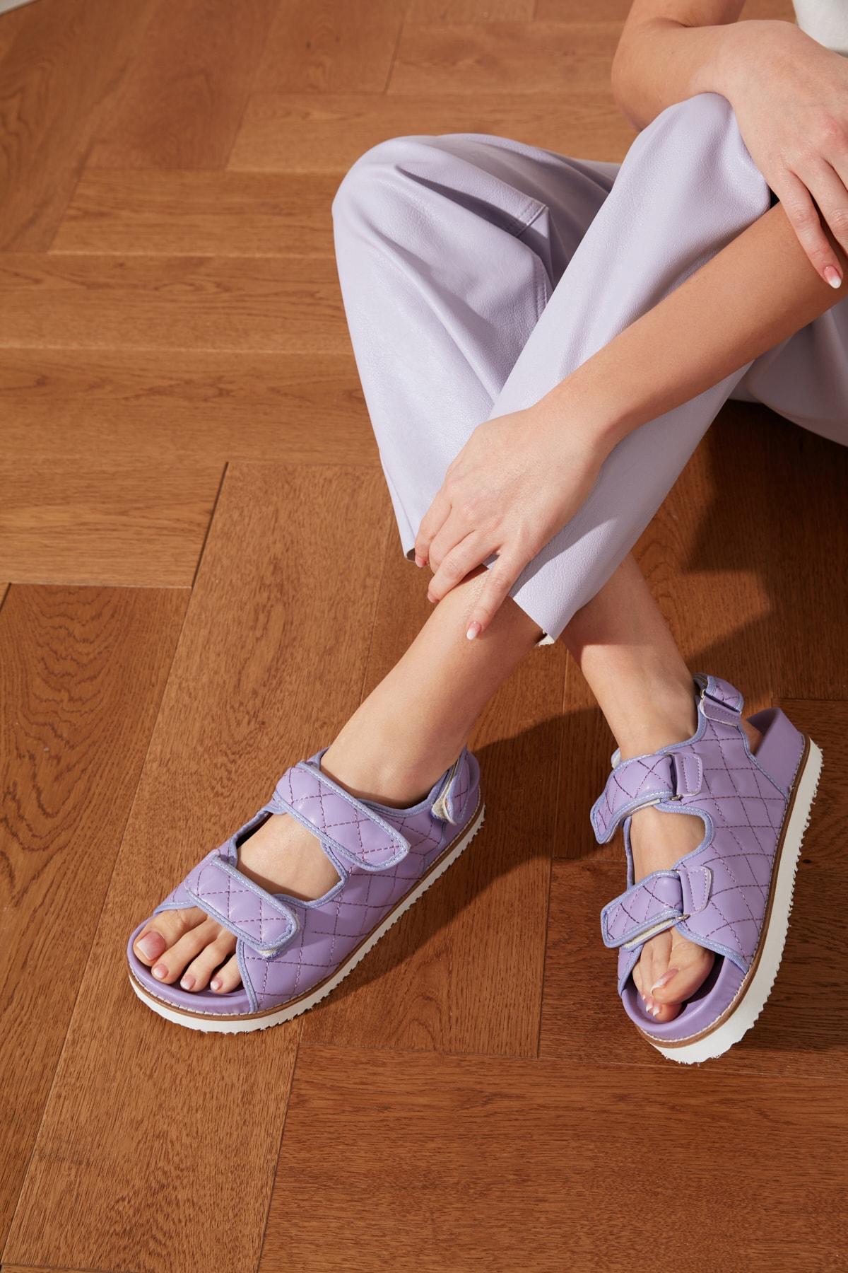 TRENDYOLMİLLA Lila Kapitone Detaylı Kadın Sandalet TAKSS21SD0020 1