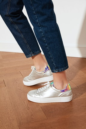 TRENDYOLMİLLA Gümüş Hologram Detaylı Kadın Sneaker TAKSS21SN0004