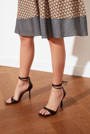 TRENDYOLMİLLA Kahverengi Küt Burunlu Bilekten Bağlamalı Kadın Klasik Topuklu Ayakkabı TAKSS21TO0040