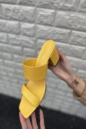 İnan Ayakkabı Kadın Sarı Cilt Ince Ve Kalın Bant Detaylı Topuklu Terlik