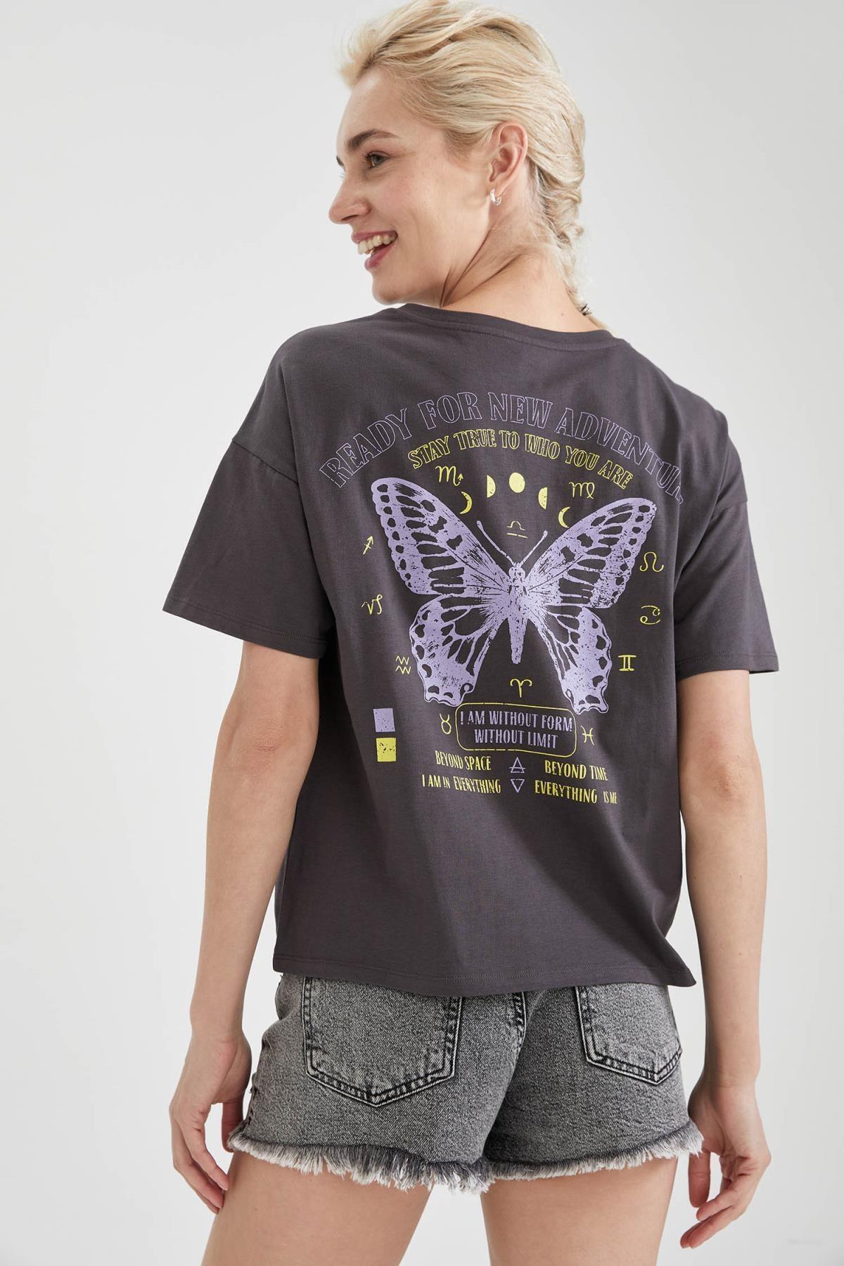 DeFacto Kadın Gri Kelebek Baskılı Pamuklu Relax Fit Kısa Kollu Tişört 1