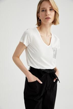 DeFacto Relax Fit V Yaka Payet Cep Detaylı Tişört