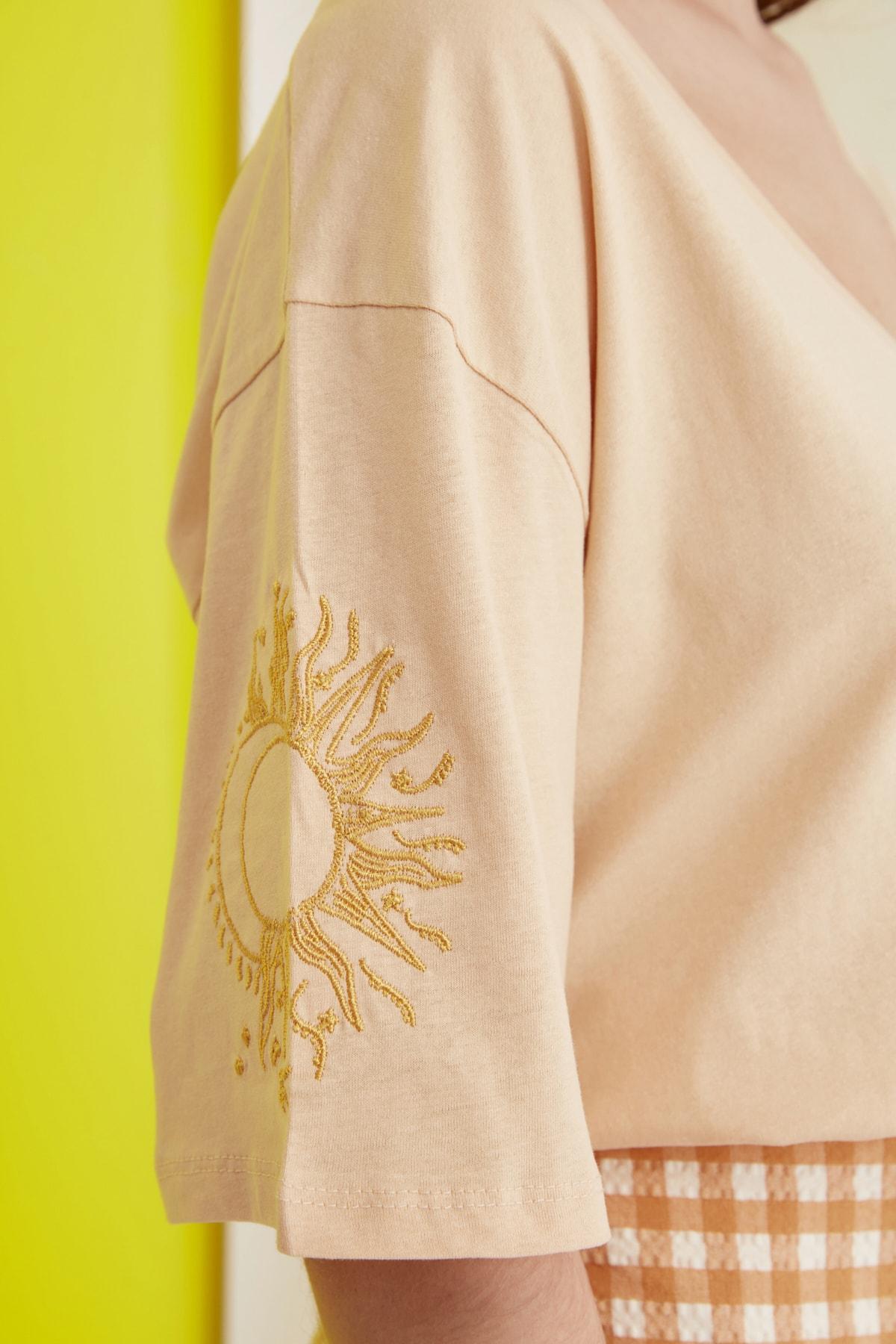 TRENDYOLMİLLA Camel Nakışlı Örme T-Shirt TWOSS20TS0285 2