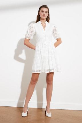 TRENDYOLMİLLA Ekru Yaka Detaylı Brode Elbise TWOSS21EL1006