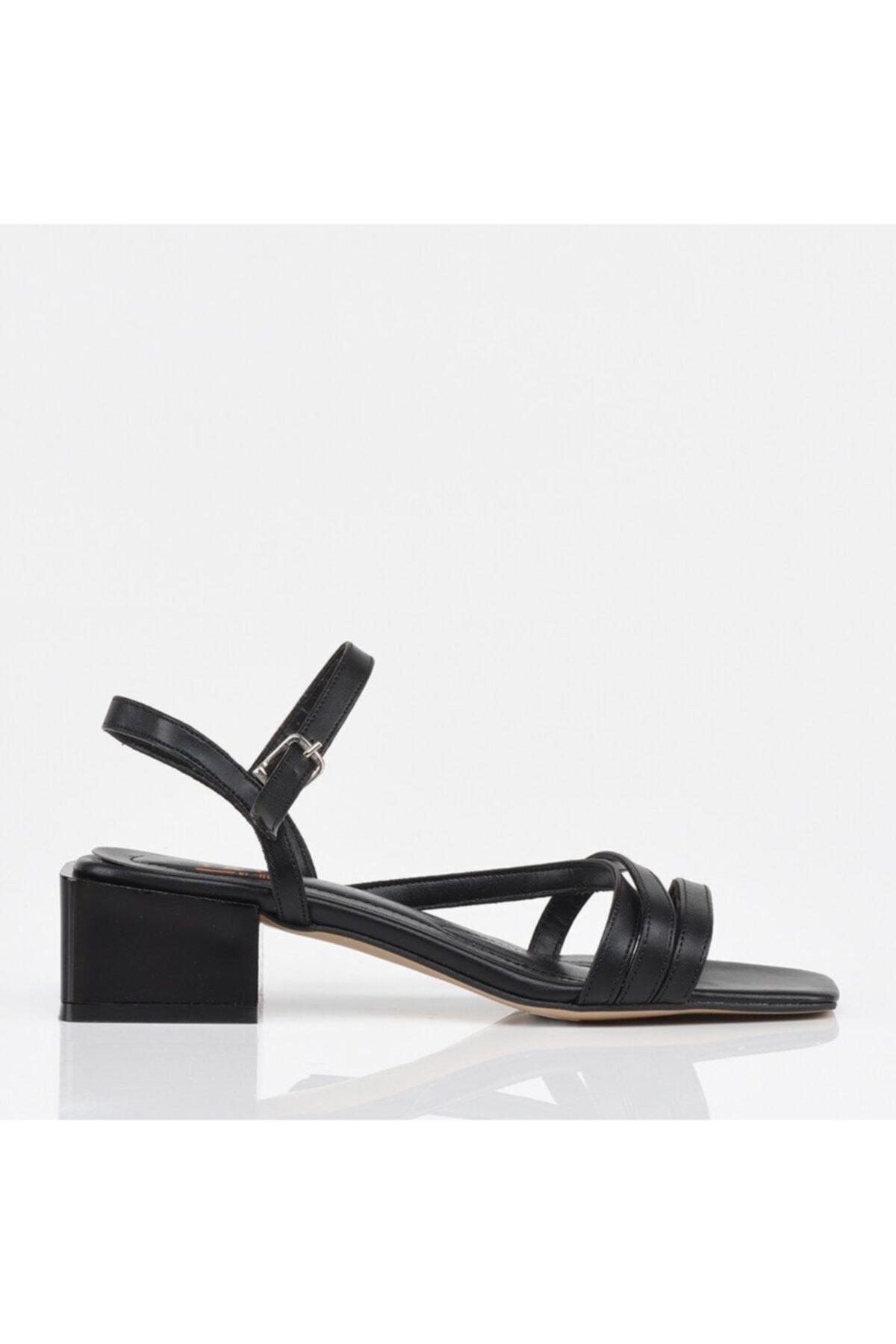 Hotiç Siyah Yaya Kadın Sandalet 1