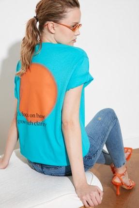 TRENDYOLMİLLA Mavi Boyfriend Baskılı Örme T-Shirt TWOSS21TS0323