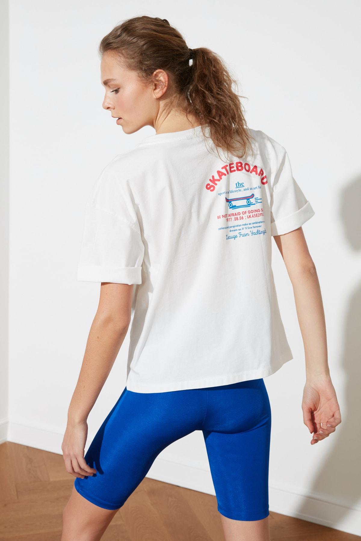 TRENDYOLMİLLA Beyaz Sırt Baskılı Boyfriend Spor T-Shirt TWOSS21TS1330 1