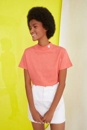 TRENDYOLMİLLA Turuncu Nakışlı Dik Yaka Basic Örme T-Shirt TWOSS21TS1284