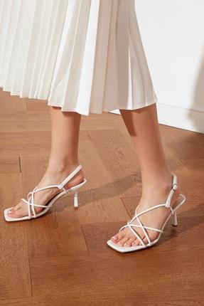 TRENDYOLMİLLA Beyaz Küt Burunlu İnce Bantlı Kadın Klasik Topuklu Ayakkabı TAKSS21TO0039