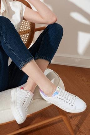 TRENDYOLMİLLA Beyaz Kapitone Detaylı Kadın Sneaker TAKSS21SN0017