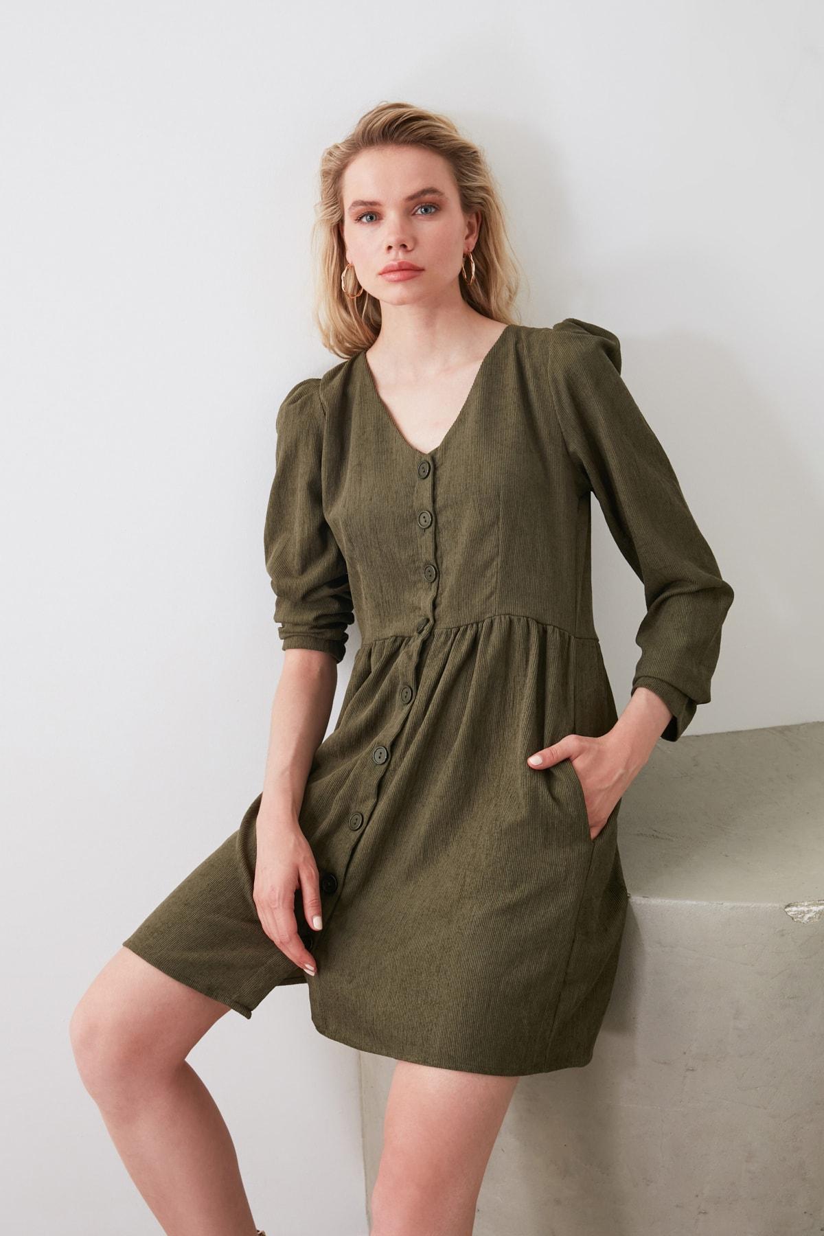 TRENDYOLMİLLA Haki Düğme Detaylı Kadife Elbise TOFAW19ST0191 1