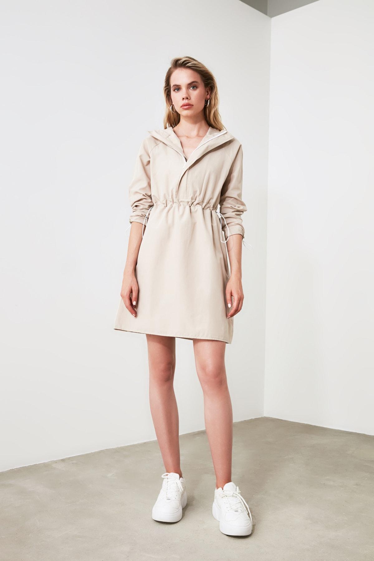 TRENDYOLMİLLA Bej Kapüşonlu Elbise TWOAW20EL0080 1