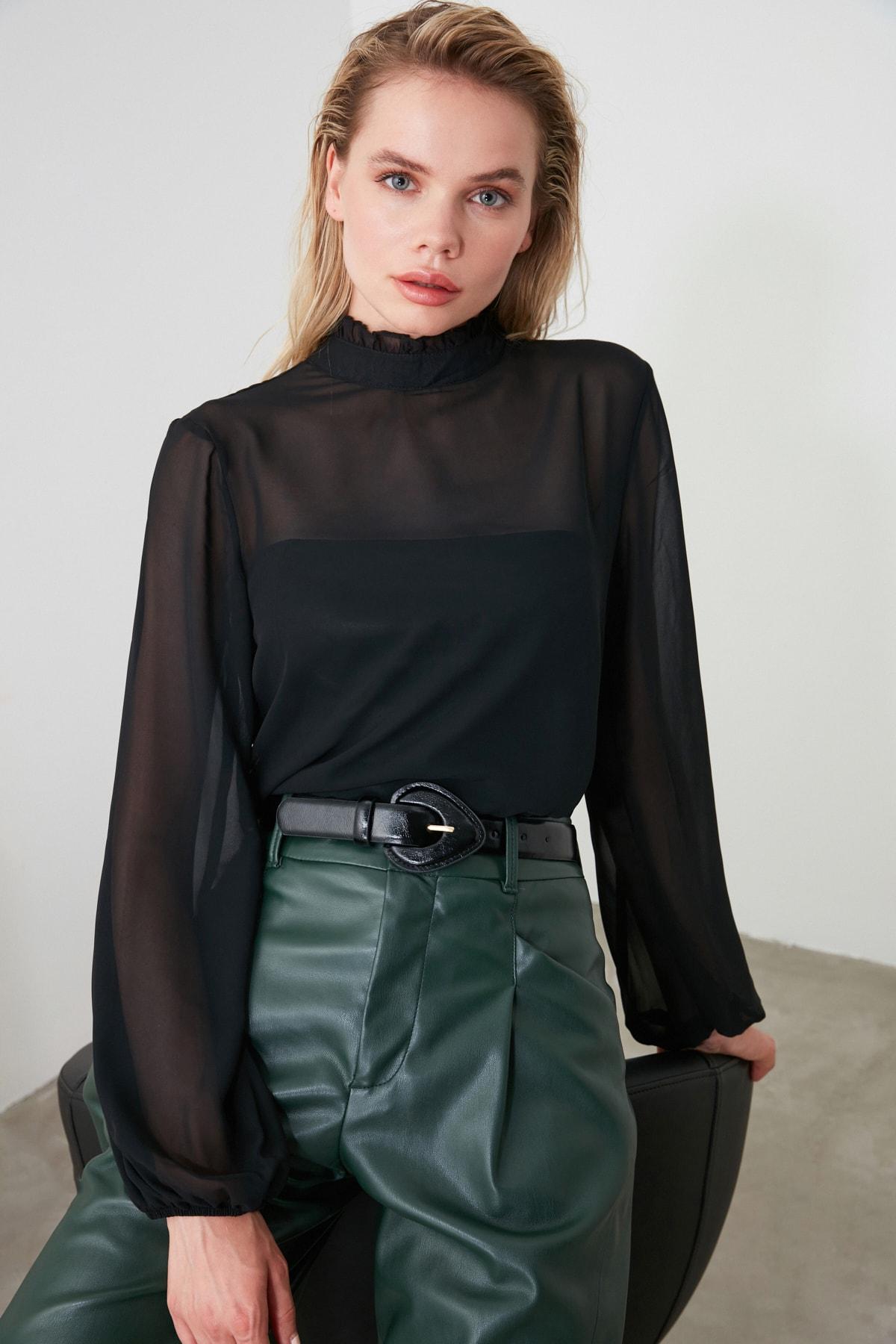 TRENDYOLMİLLA Siyah Fırfır Detaylı Bluz TWOAW20BZ0602 1