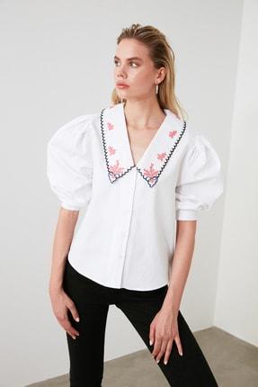 TRENDYOLMİLLA Beyaz Yaka Detaylı Gömlek TWOAW20GO0337