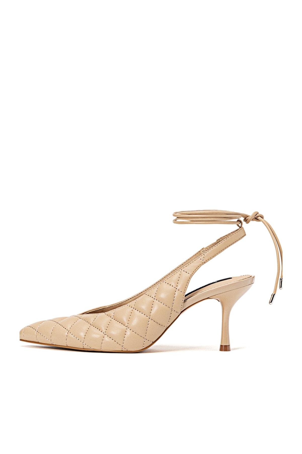 Stradivarius Kadın Bej Yüksek Topuklu Kapitone Ayakkabı 19653670 1
