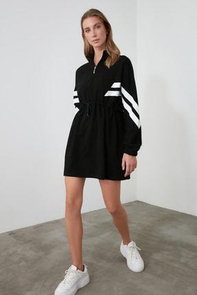 TRENDYOLMİLLA Siyah Dik Yaka Şerit Detaylı Örme Elbise TWOAW21EL1698