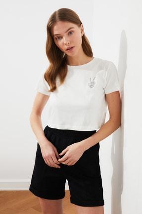 TRENDYOLMİLLA Ekru Baskılı Crop Örme T-Shirt TWOSS21TS0282