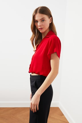 TRENDYOLMİLLA Kırmızı Düğme Detaylı Gömlek TWOSS21GO0645