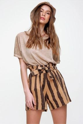 Trend Alaçatı Stili Kadın Karamel Beli Lastikli Çizgili Şort ALC-X6027