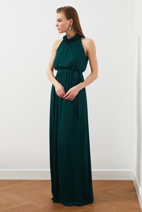 TRENDYOLMİLLA Zümrüt Yeşili Yaka Detaylı  Abiye & Mezuniyet Elbisesi TPRSS20AE0166