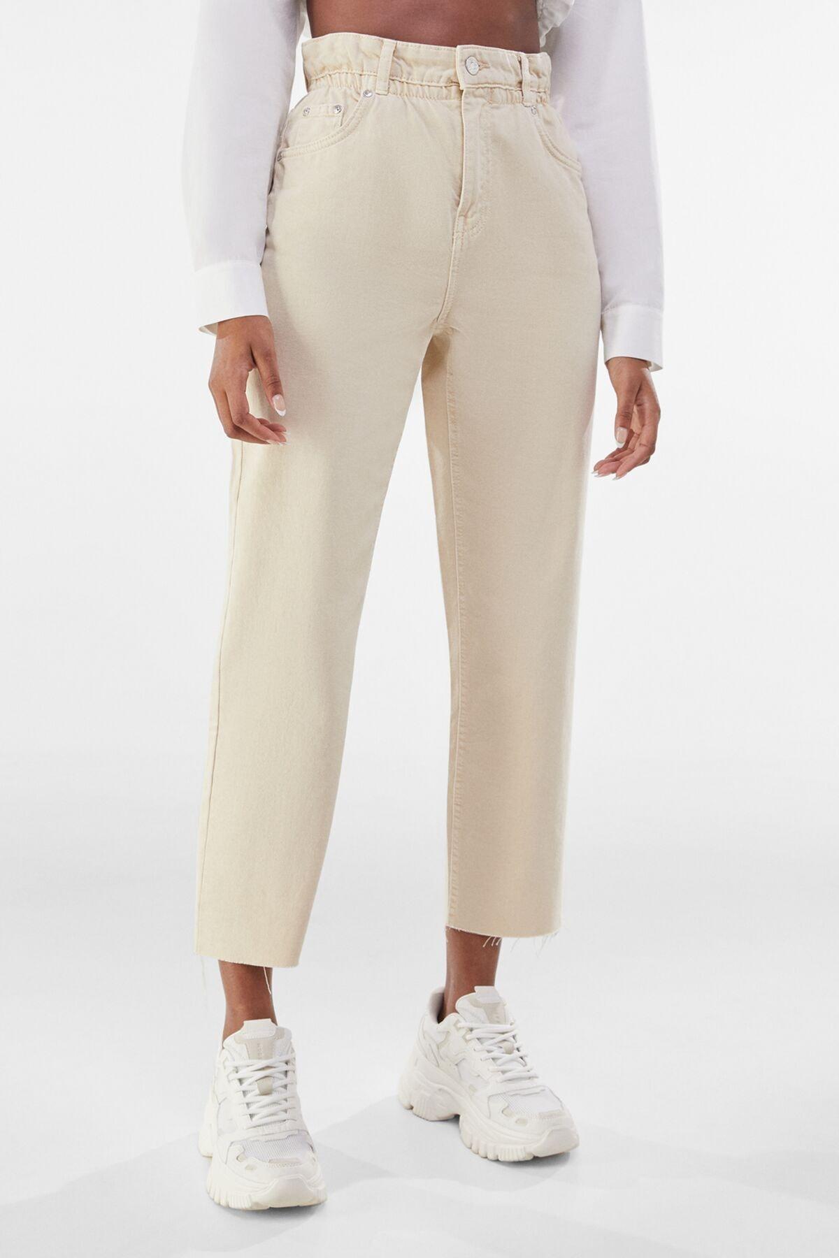 Bershka Kadın Kum Rengi Fitilli Crop Straight Fit Pantolon 00251019