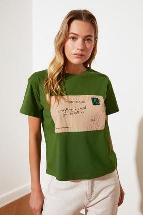 TRENDYOLMİLLA Yeşil Baskılı Semi-Fitted Bisiklet Yaka Örme T-Shirt TWOSS21TS2774