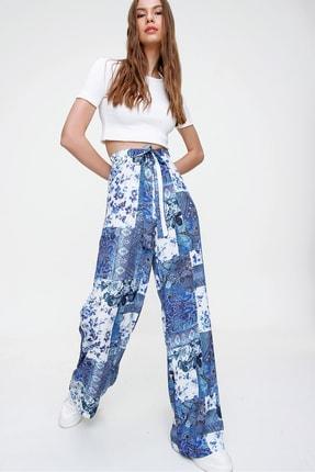 Trend Alaçatı Stili Kadın Mavi Desenli Rahat Kesim Pantolon ALC-X6016