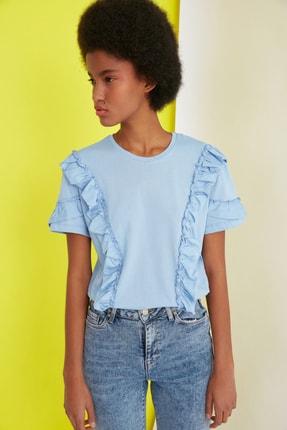 TRENDYOLMİLLA Mavi Fırfır Detaylı Semifitted Örme T-Shirt TWOSS21TS0701