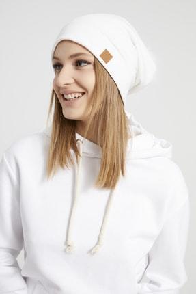 Butikgiz Kadın Beyaz Ponpon Detaylı Şapka