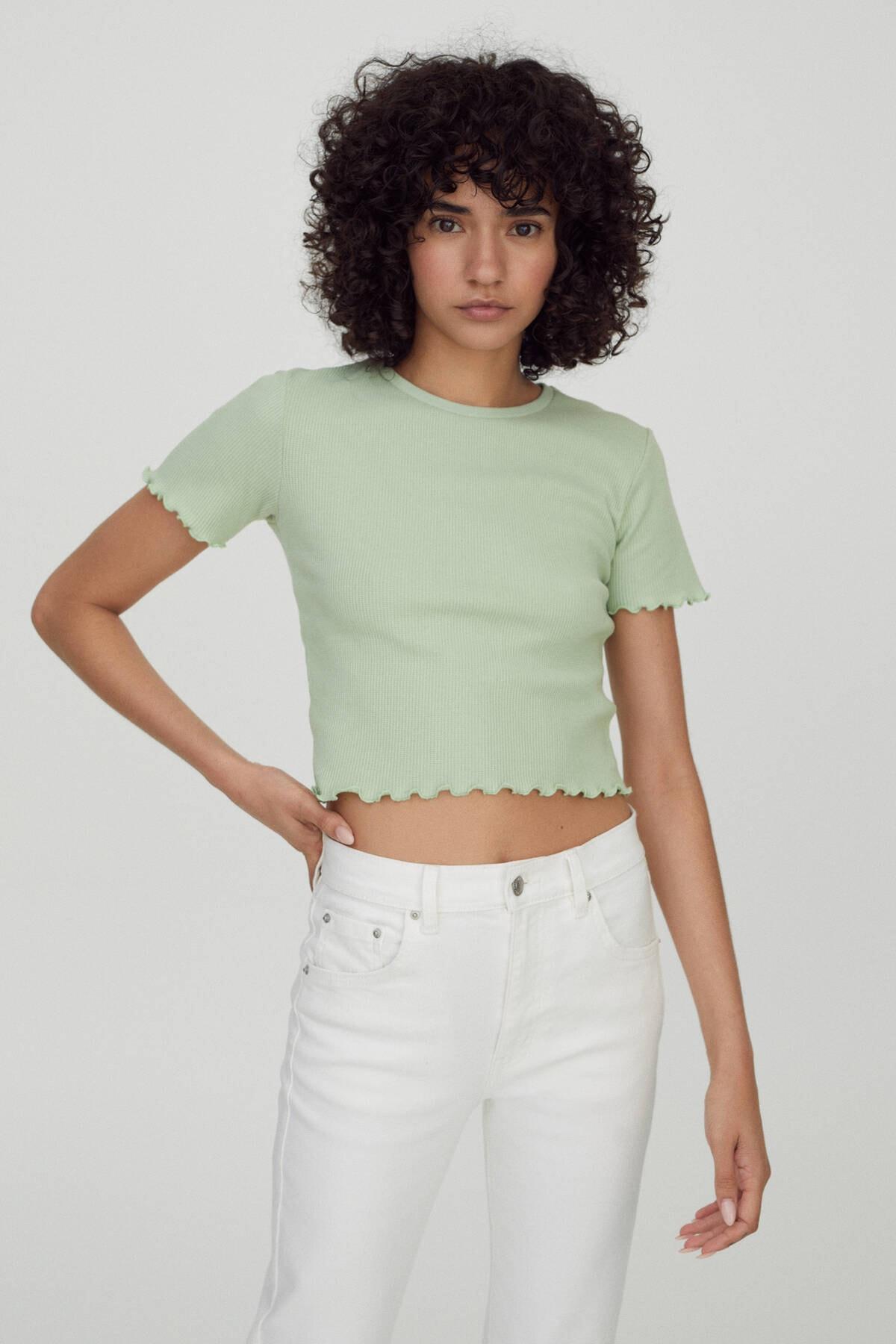 Pull & Bear Kadın Açık Yeşil Kareli Dokulu Kısa Kollu Basic T-Shirt 04240433