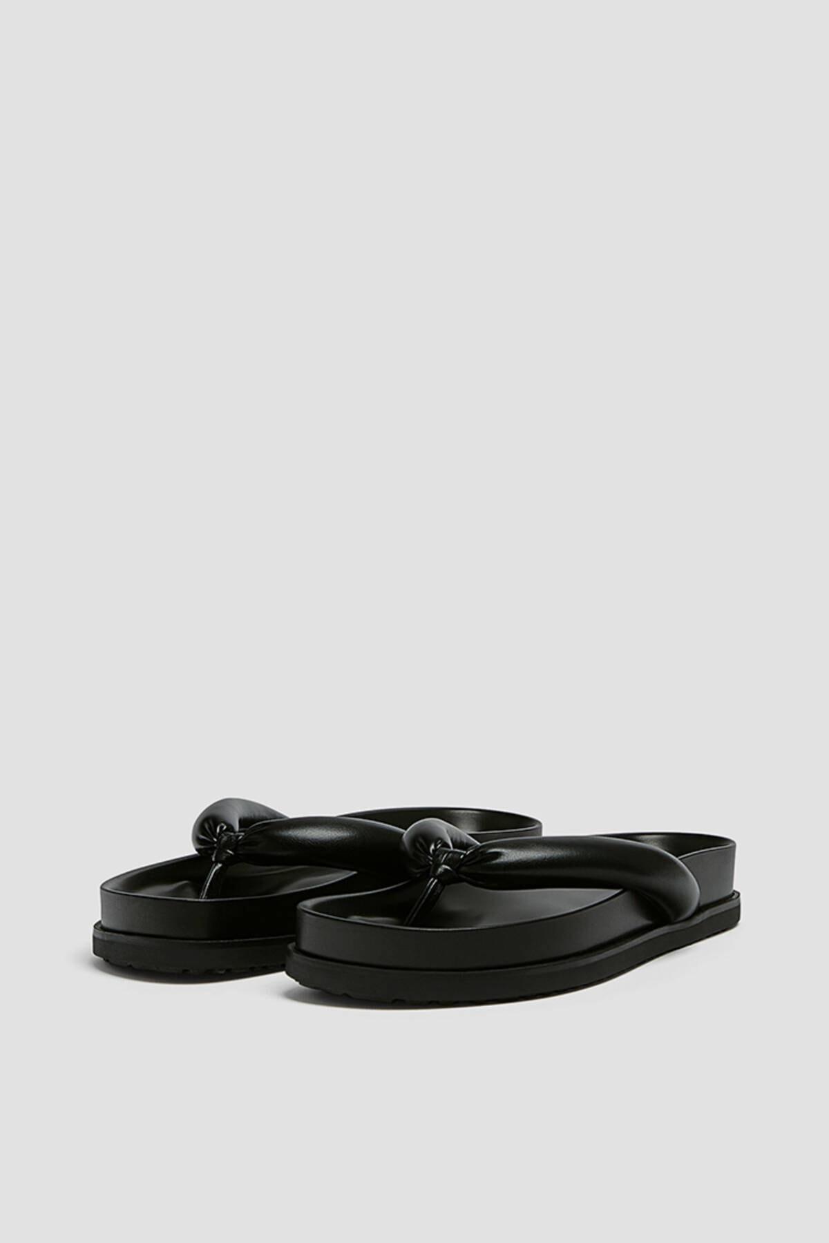 Pull & Bear Kadın Siyah Dolgulu Düz Sandalet 11808740 1