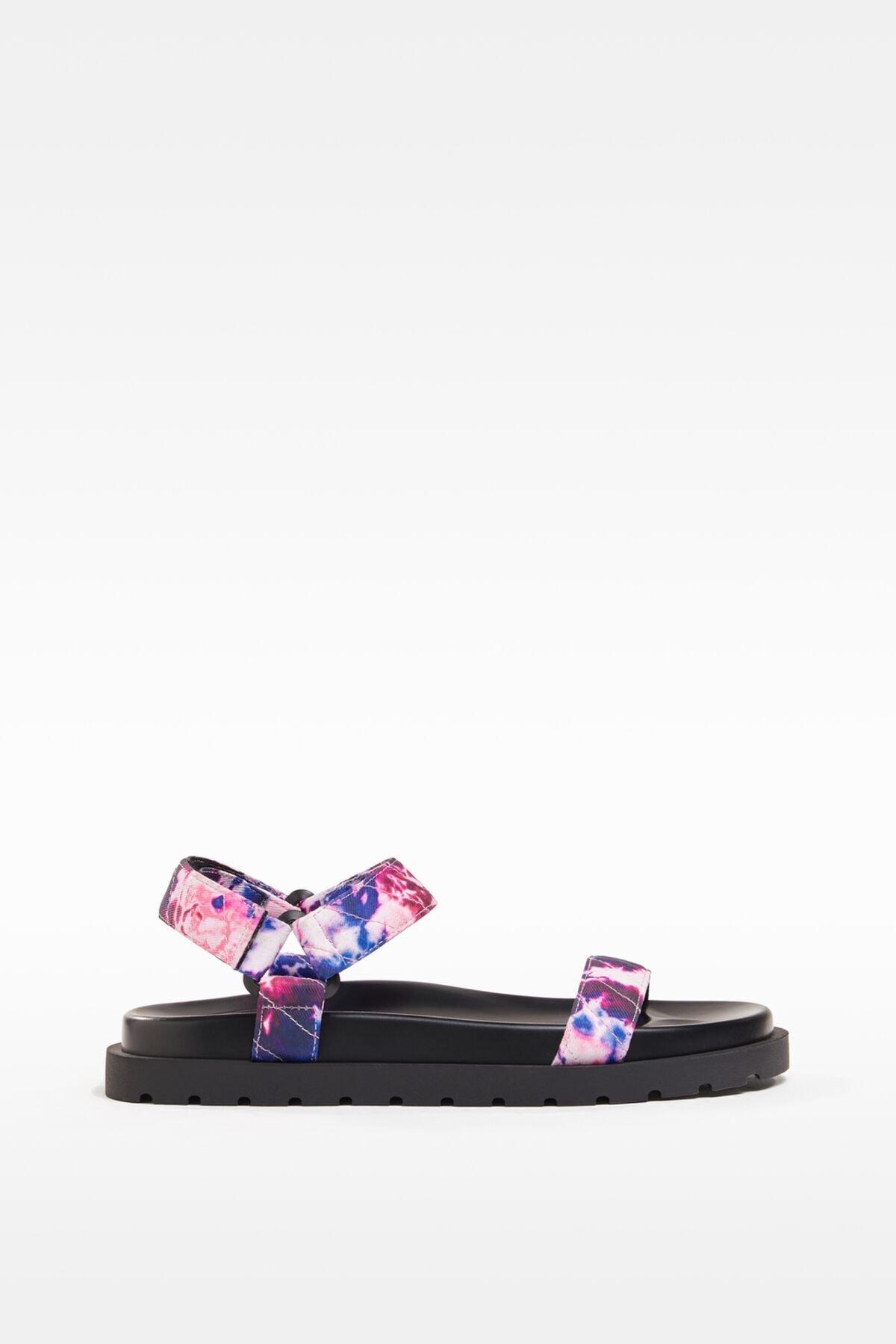 Bershka Kadın Çok Renkli Batik Düz Kapitone Sandalet 11821760