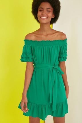 TRENDYOLMİLLA Yeşil Kuşaklı Karmen Yaka Elbise TWOSS21EL1681