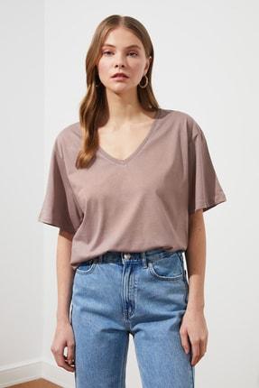 TRENDYOLMİLLA Vizon %100 Pamuk Süprem V Yaka Boyfriend Örme T-Shirt TWOSS20TS0132