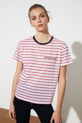 TRENDYOLMİLLA Kırmızı Çizgili Basic Örme T-shirt TWOSS19TS0042