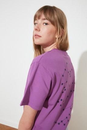 TRENDYOLMİLLA Mor Nakışlı Boyfriend Örme T-Shirt TWOSS21TS1775