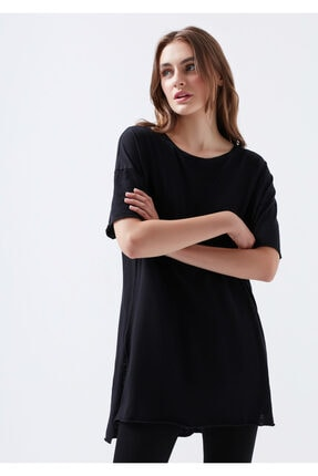Mavi Yırtmaç Detaylı Siyah Basic Tişört