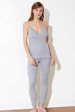 TRENDYOLMİLLA Gri Dantel Detaylı Kaşkorse Örme Pijama Takımı THMSS21PT0211