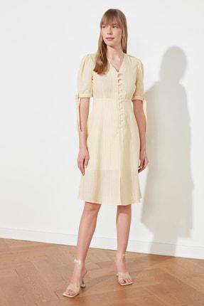 TRENDYOLMİLLA Sarı Çizgili Düğmeli Elbise TWOSS21EL0566