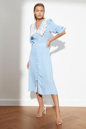 TRENDYOLMİLLA Mavi Puantiyeli Yaka Detaylı Elbise TWOSS21EL0350
