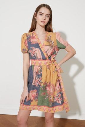 TRENDYOLMİLLA Çok Renkli Kuşaklı Desenli Elbise TWOSS21EL1179