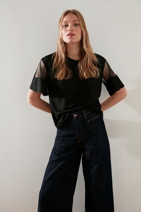 TRENDYOLMİLLA Siyah Kolları Tül Detaylı Örme Bluz TWOSS21BZ0641
