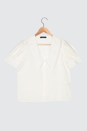 TRENDYOLMİLLA Beyaz Yaka Detaylı Gömlek TWOSS21GO0873